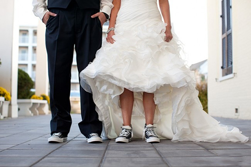 8 Brides Who Know How To Kick It In Sneakers Bridalville Bridalville