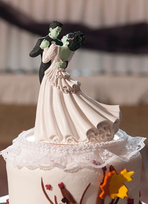 13 Wedding Cake Toppers That Are so Cool, You Won't Want ...