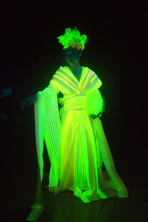 Neon Nuptials Throw Yourself A Glow In The Dark Wedding